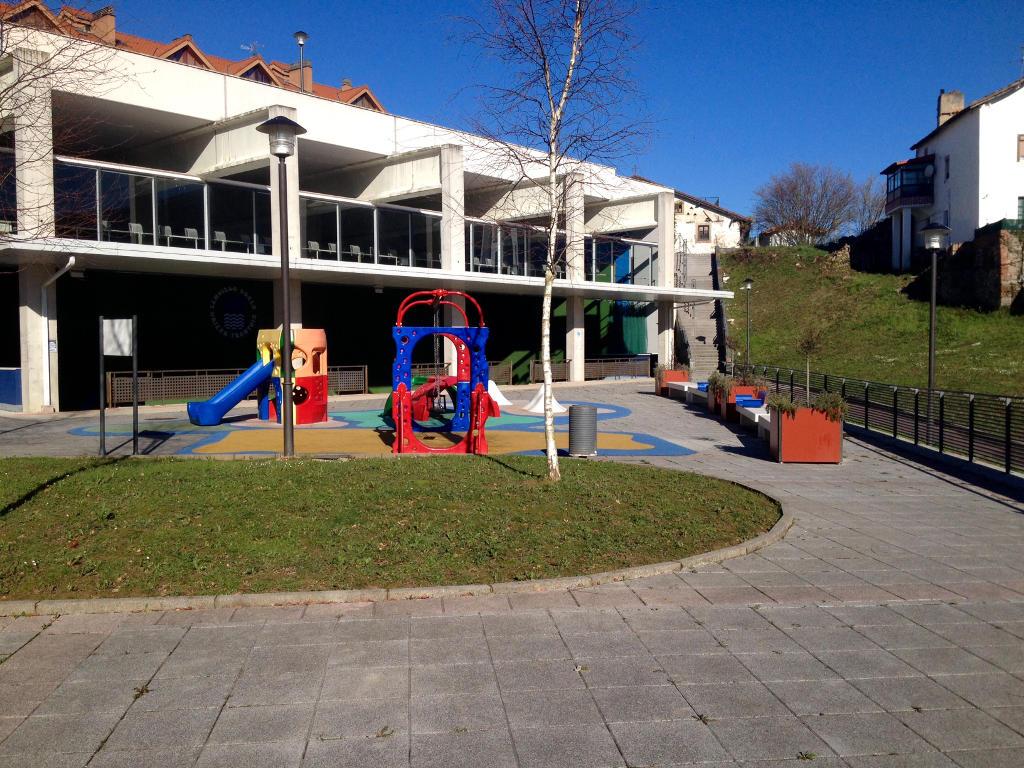 Bajo con jard n inmobiliaria garar for Pisos bajos con jardin