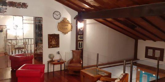 Piso dúplex – Casco Viejo